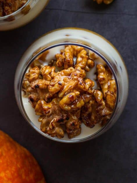 add caramelized walnuts layer