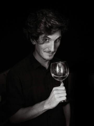 joaco tasting wine