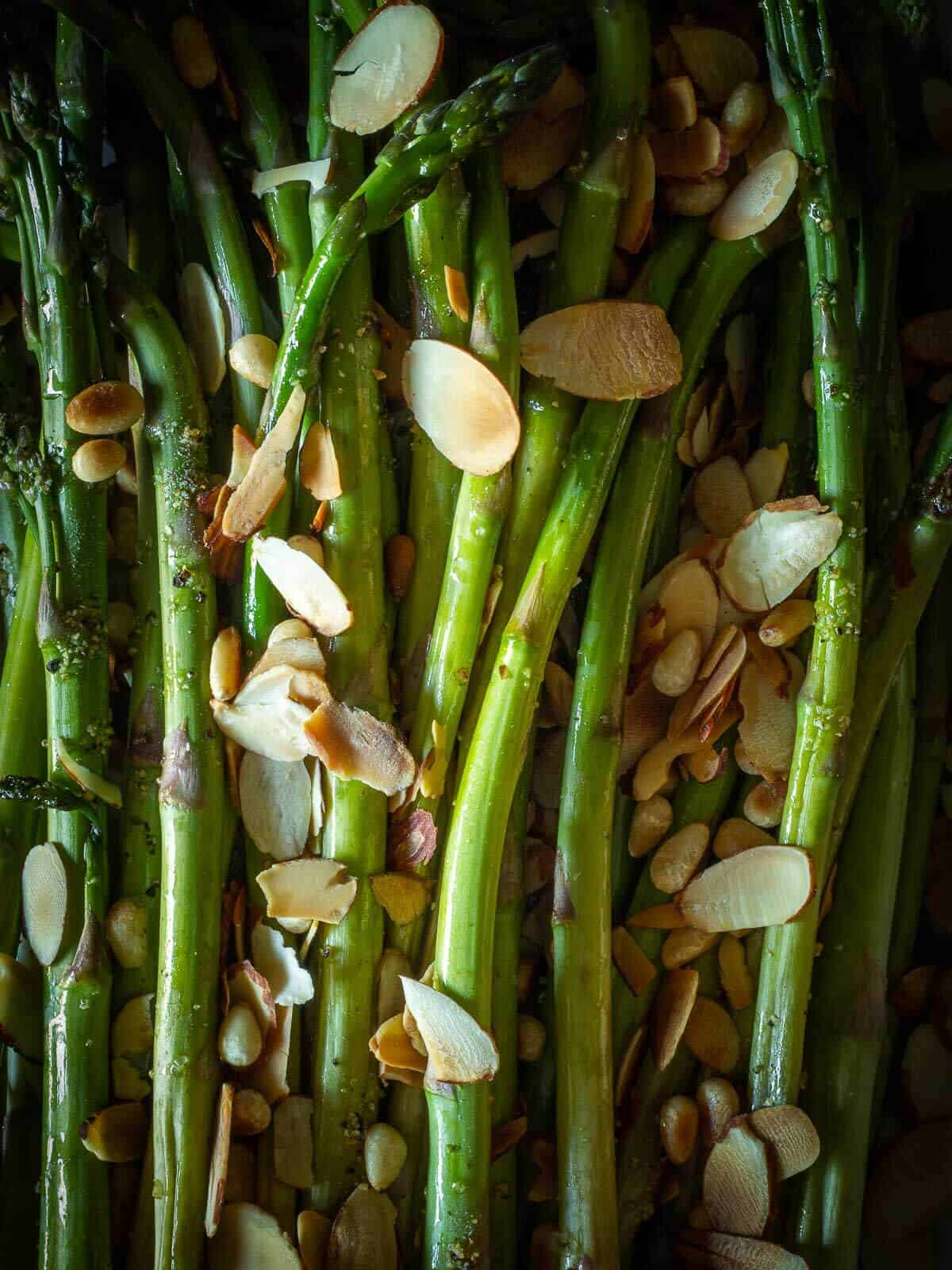 Grilled Asparagus with almonds