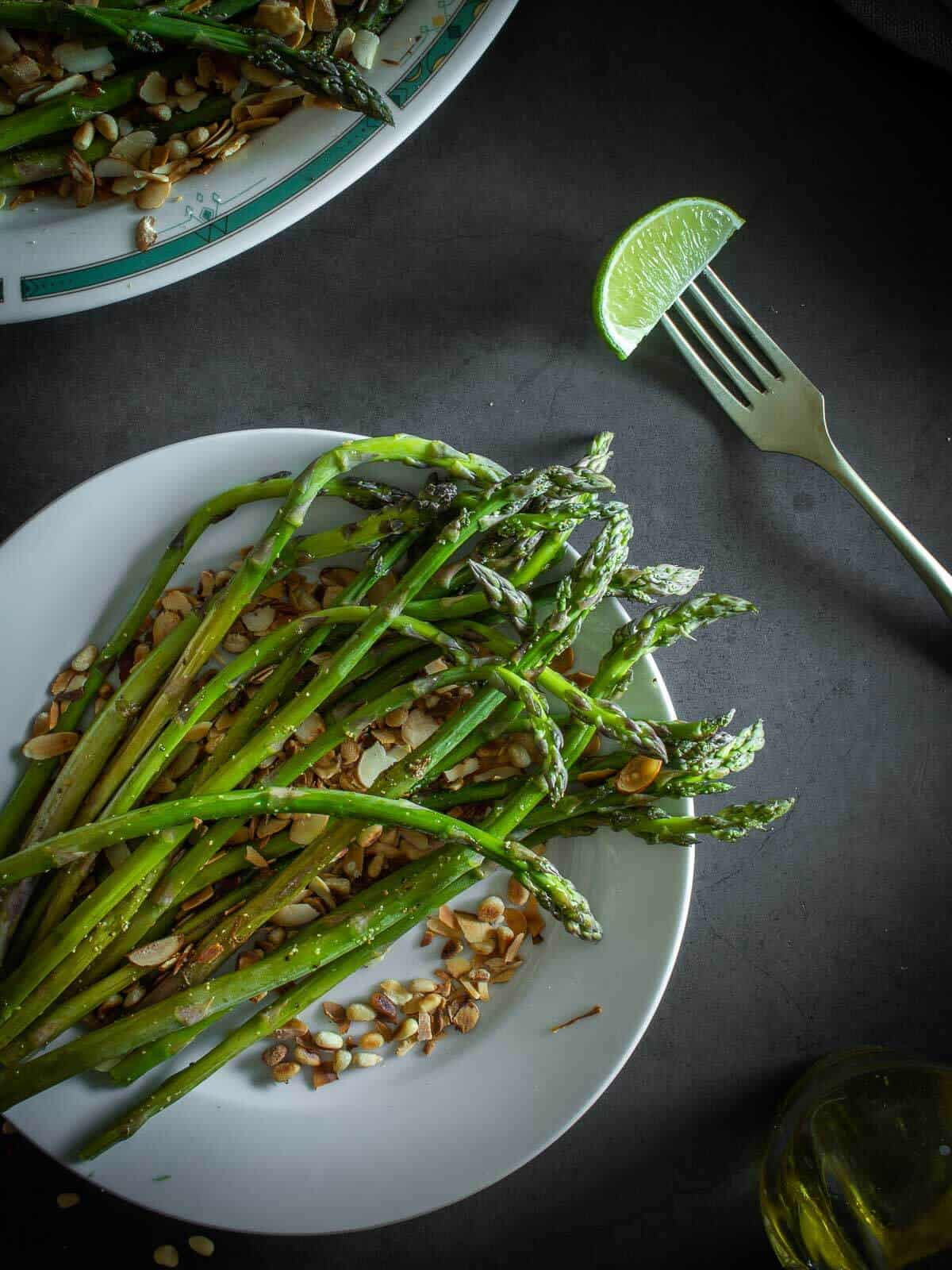 Grilled Asparagus with lemon wedge