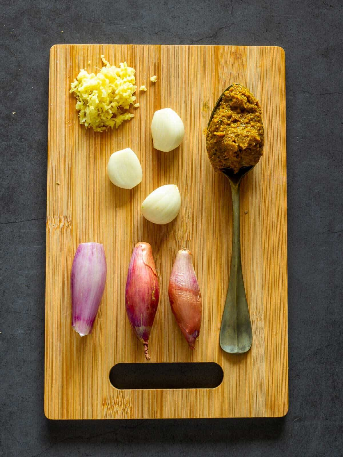 Yellow Curry with Garlic and Shallots