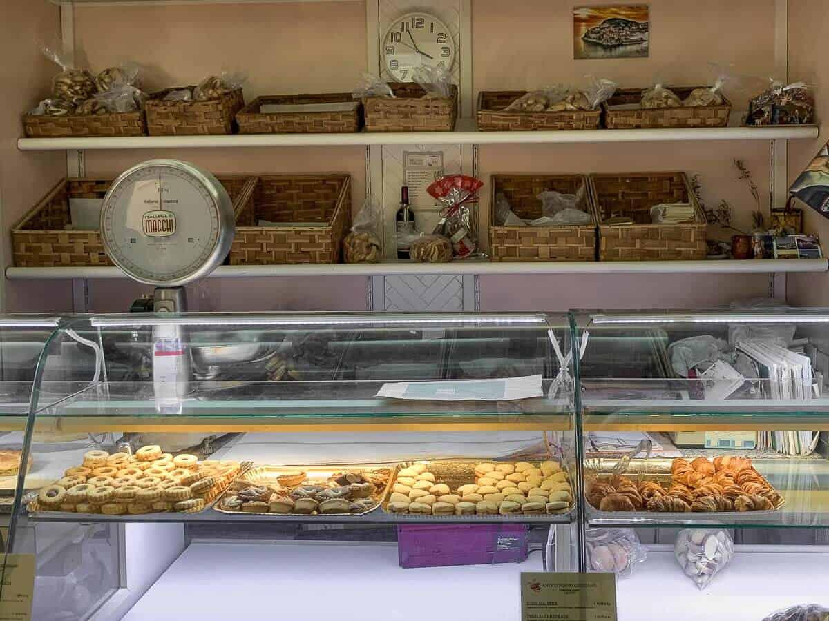 Tiellas Shop Window
